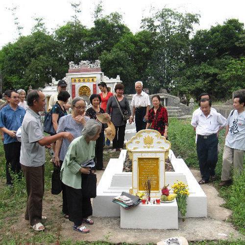 Ý nghĩa và cách chuẩn bị, sắm lễ vật, bài văn khấn lễ Tảo Mộ tiết Thanh Minh đúng chuẩn